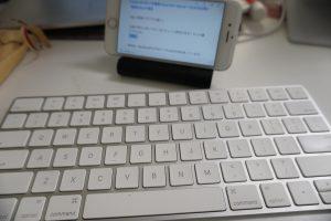 iPhoneスタンドとBluetoothキーボード